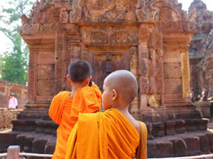 Bantaey Srei Khmer Temple with Study Abroad Journal - www.eduabroadasia.com